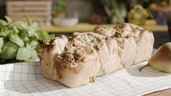 Chlebek odrywany z serem pleśniowym i gruszką