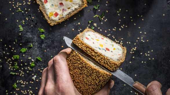 Chleb orkiszowy faszerowany pastą ziemniaczaną z ricottą