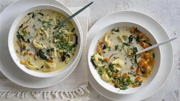 Kremowa zupa tortellini