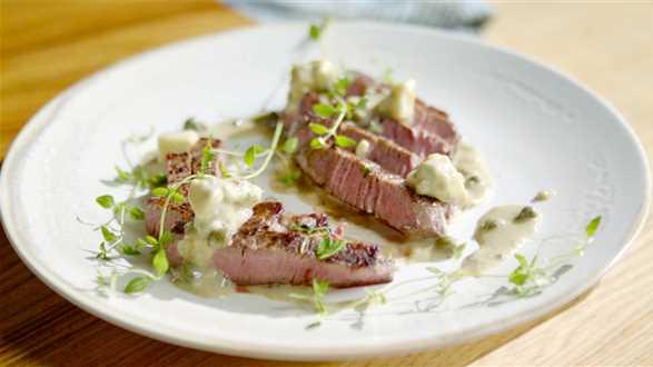 Stek wołowy w sosie serowo-tymiankowym