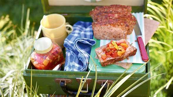 Pasztet z mięsa mielonego z chutneyem ze świeżych pomidorów