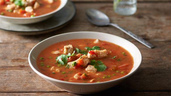 Mazurska zupa rybna z groszkiem i pomidorami