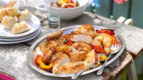 Pollo con pimiento (pieczony kurczak z papryką i warzywami)