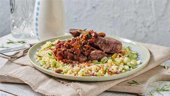 Stek wołowy z sałatką z kaszy bulgur
