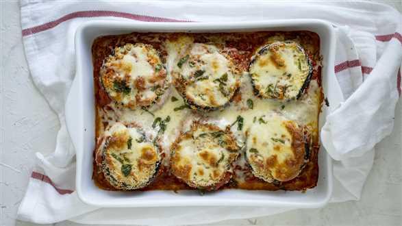 Zapiekanka z bakłażanów z mozzarellą i parmezanem