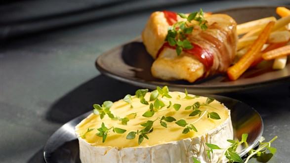 Pieczony Camembert z warzywami i kurczakiem
