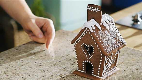 Jak ozdobić domek z piernika?