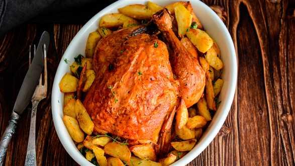Perliczka pieczona w tymianku z ziemniakami