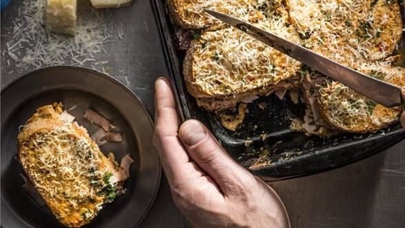 Zapiekanka chlebowo-musztardowa z szynką
