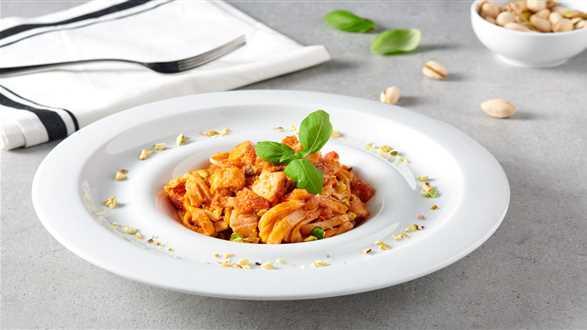 Tagliatelle naleśnikowe z sosem serowym i łososiem