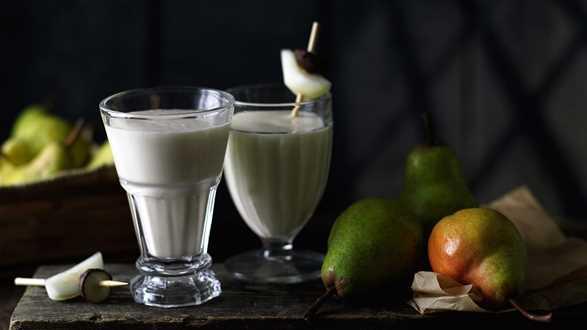 Shake z gruszką i marcepanem