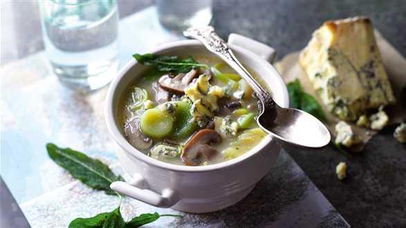 Zupa z porów i pieczarek z serem pleśniowym