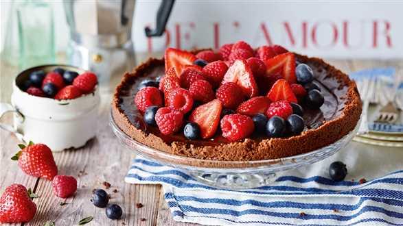 Tarta czekoladowo-kawowa z jagodami