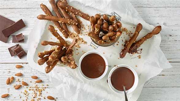 Chrupiące paluchy z sosem czekoladowym