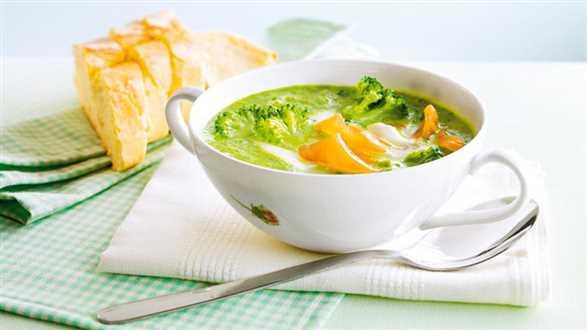 Zupa krem z brokułów z paskami łososia