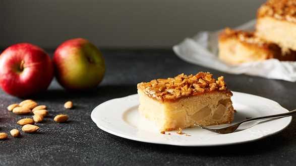 Maślane ciasto z jabłkami i migdałami