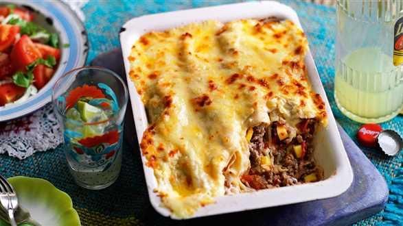 Zapiekane enchiladas z farszem z mięsa mielonego i mango