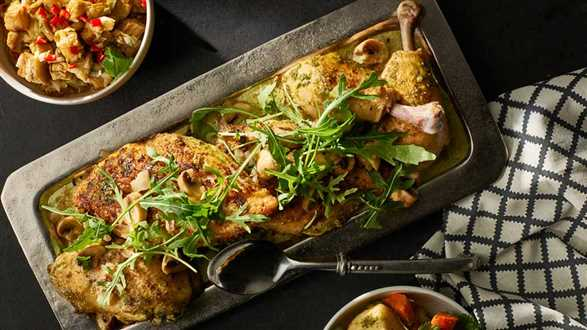 Kurczak duszony w pesto orzechowym z salsą z bakłażana