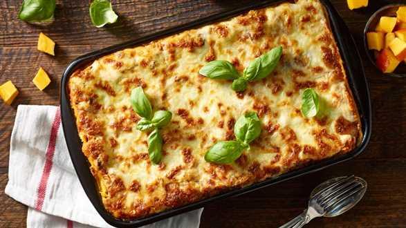 Lasagne z mozzarellą, dynią i suszonymi pomidorami