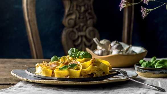 Pappardelle z szynką parmeńską i gorgonzolą