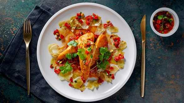 Kurczak w pomidorach z pieczoną kapustą