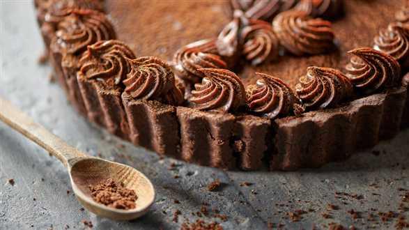 Tarta czekoladowa z konfiturą z czarnej porzeczki
