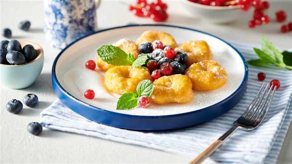 Kluski dyniowe z jogurtem i owocami