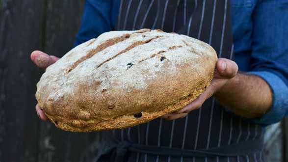 Chleb z suszonymi wiśniami