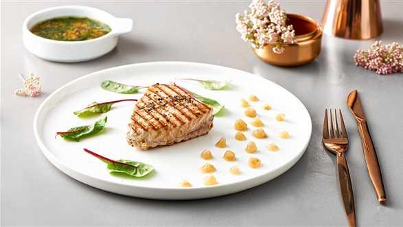 Stek z tuńczyka po francusku z purée z gruszki