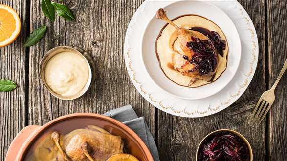 Kaczka konfit z konfiturą cebulową i purée z selera