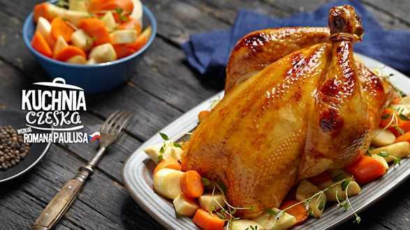 Pieczony cały kurczak bez kości z farszem z bułki