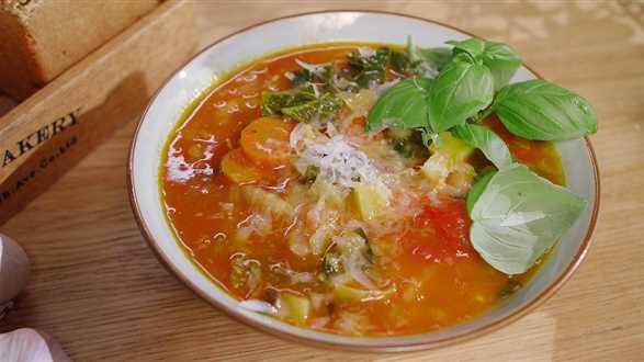 Ribollita: toskańska zupa fasolowa