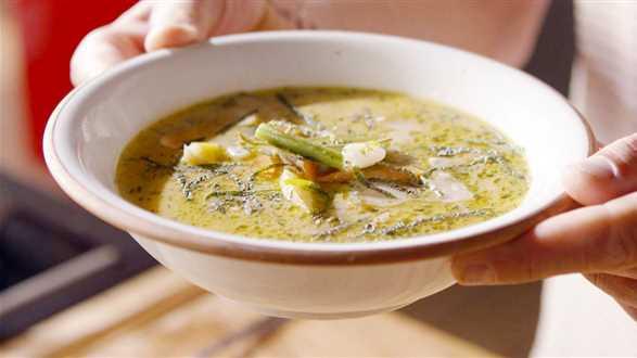 Zupa fasolowa z botwiną i młodymi ziemniakami