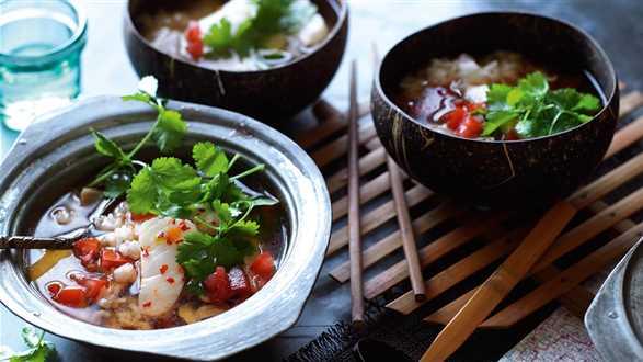 Ostra zupa z rybą i ryżem