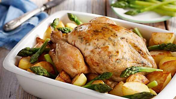 Pieczony kurczak z ziemniakami i szparagami