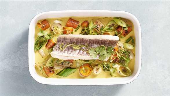 Pieczona ryba z pikantnymi warzywami