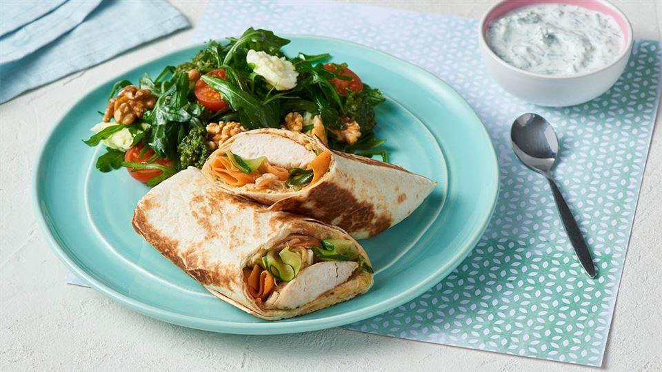 Tortilla Z Hummusem Kurczakiem I Salatka Przepis Kuchnia Lidla