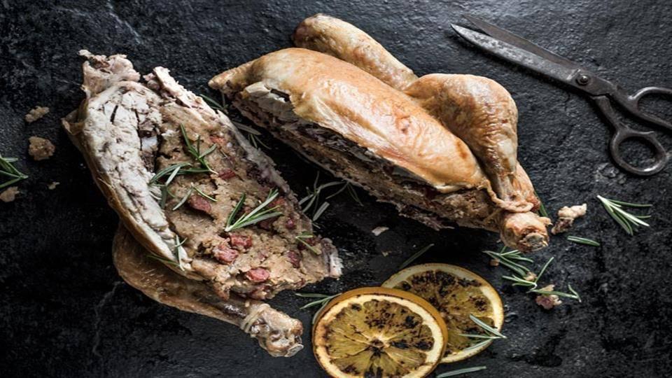 Kurczak z farszem z żytniego chleba i rozmarynem