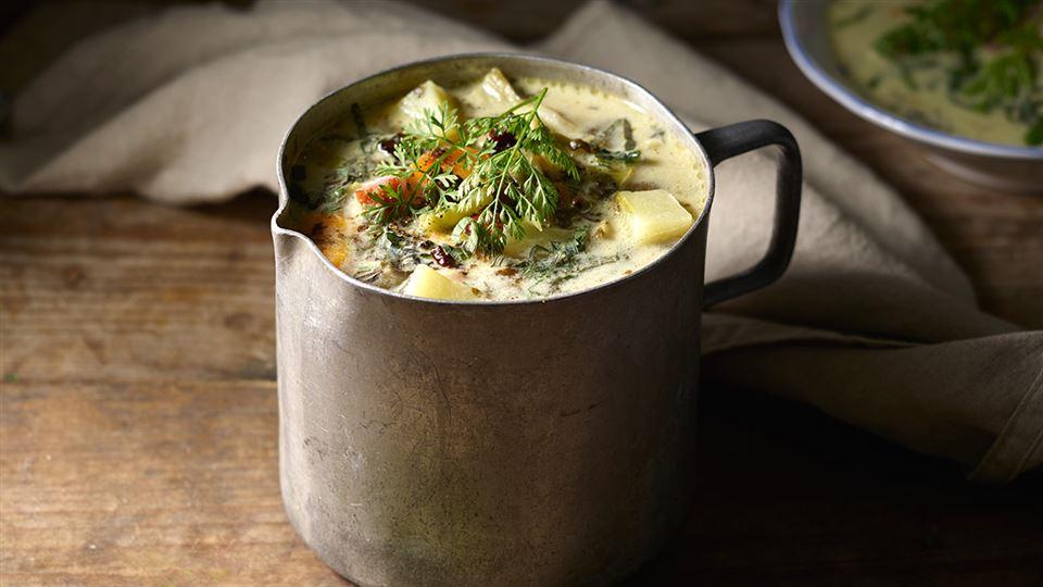Zupa Z Czosnku Niedzwiedziego Wedzonych Zeberek I Mlodej Kapusty