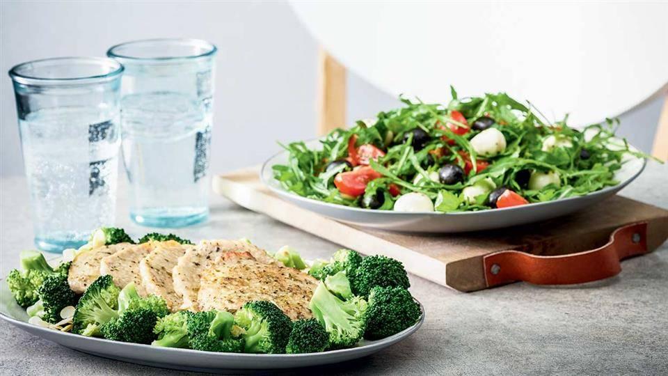 Schab Duszony Z Salatka I Brokulami Przepis Kuchnia Lidla