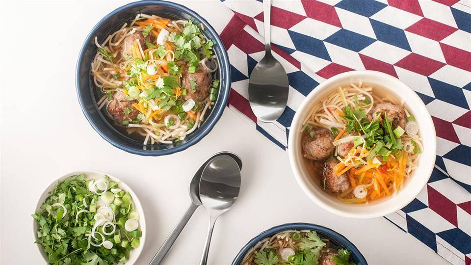 Chinka Z Klopsikami Czyli Orientalna Zupa Z Makaronem I Warzywami