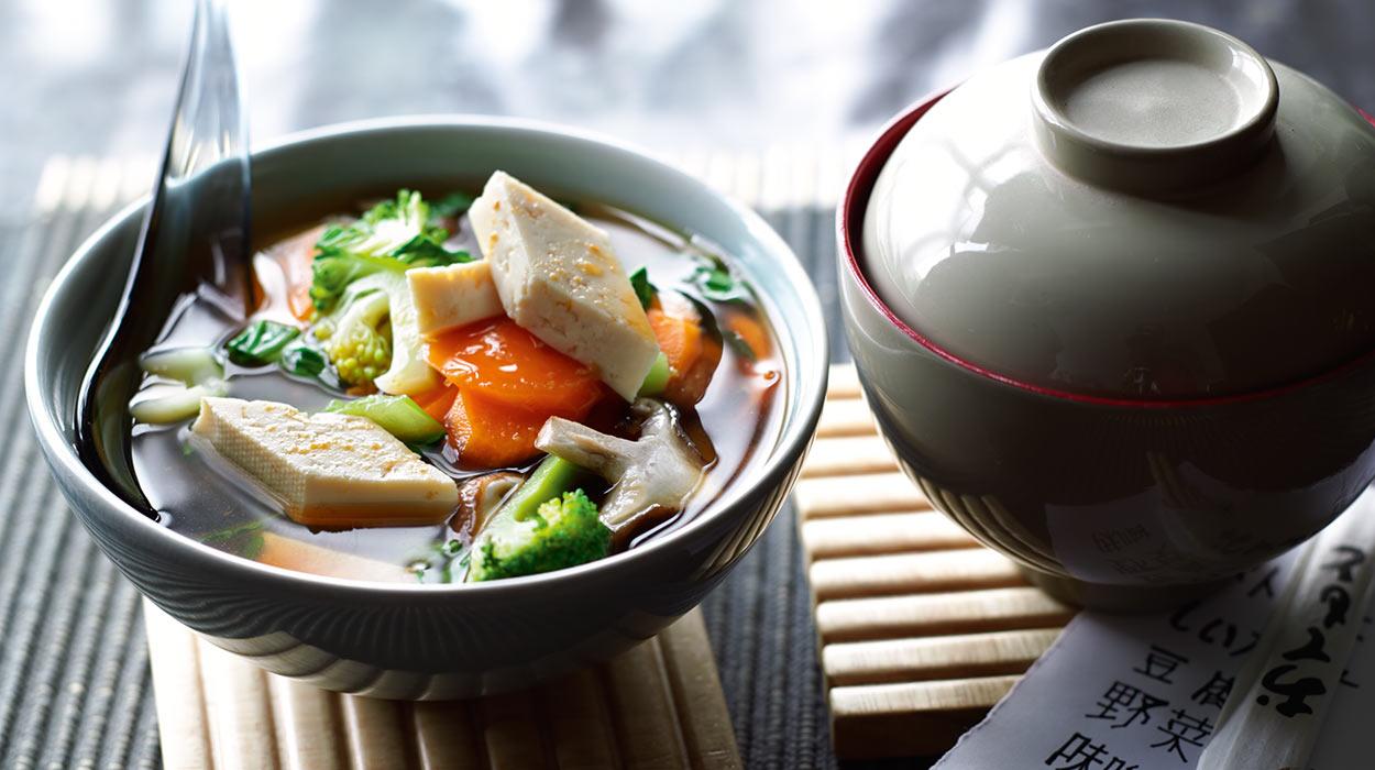 Zupa miso z warzywami i tofu