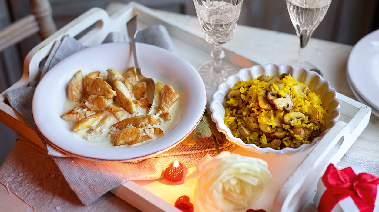 Kurczak w śmietanie z szampanem i pilawem grzybowym