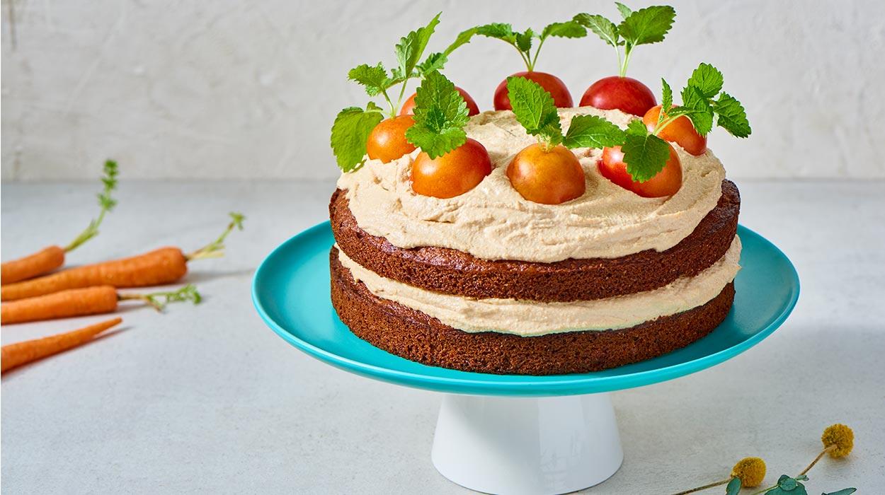 Wegański tort marchewkowy
