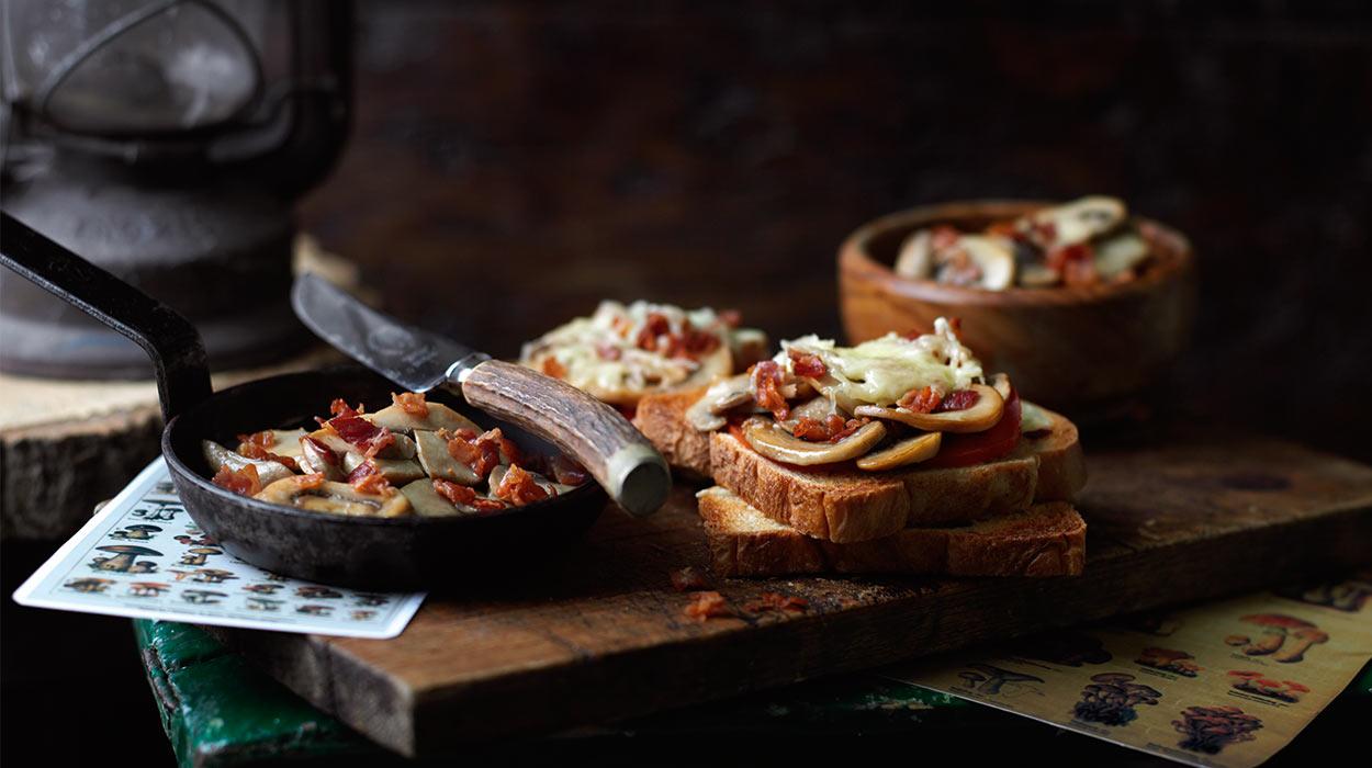 Szybkie tosty z grzybami