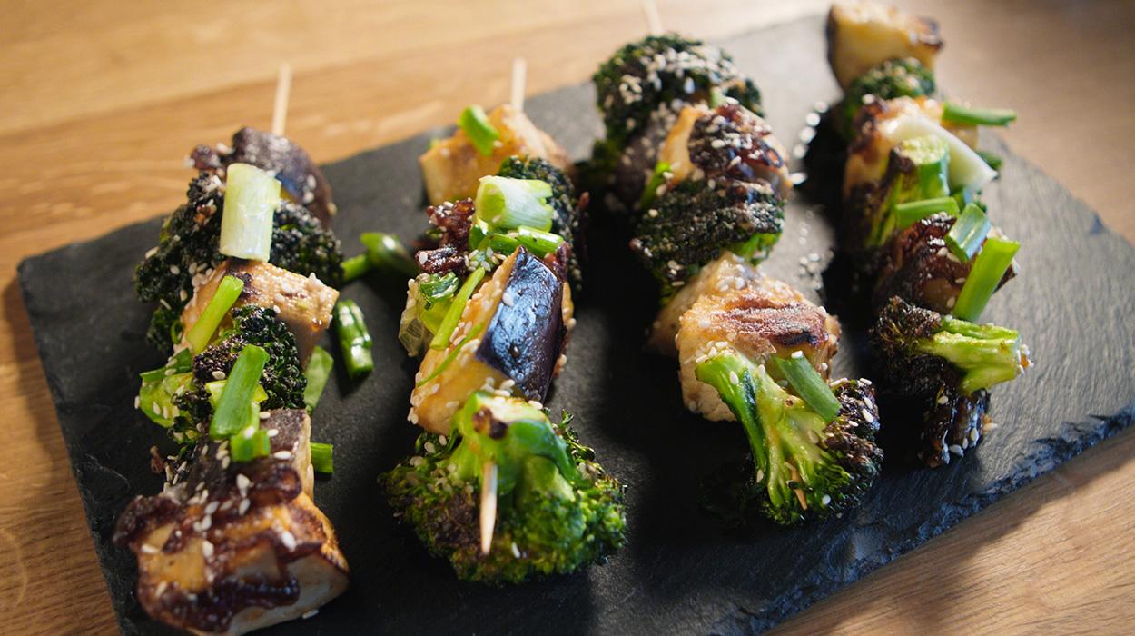 Wegańskie szaszłyki z tofu i warzywami