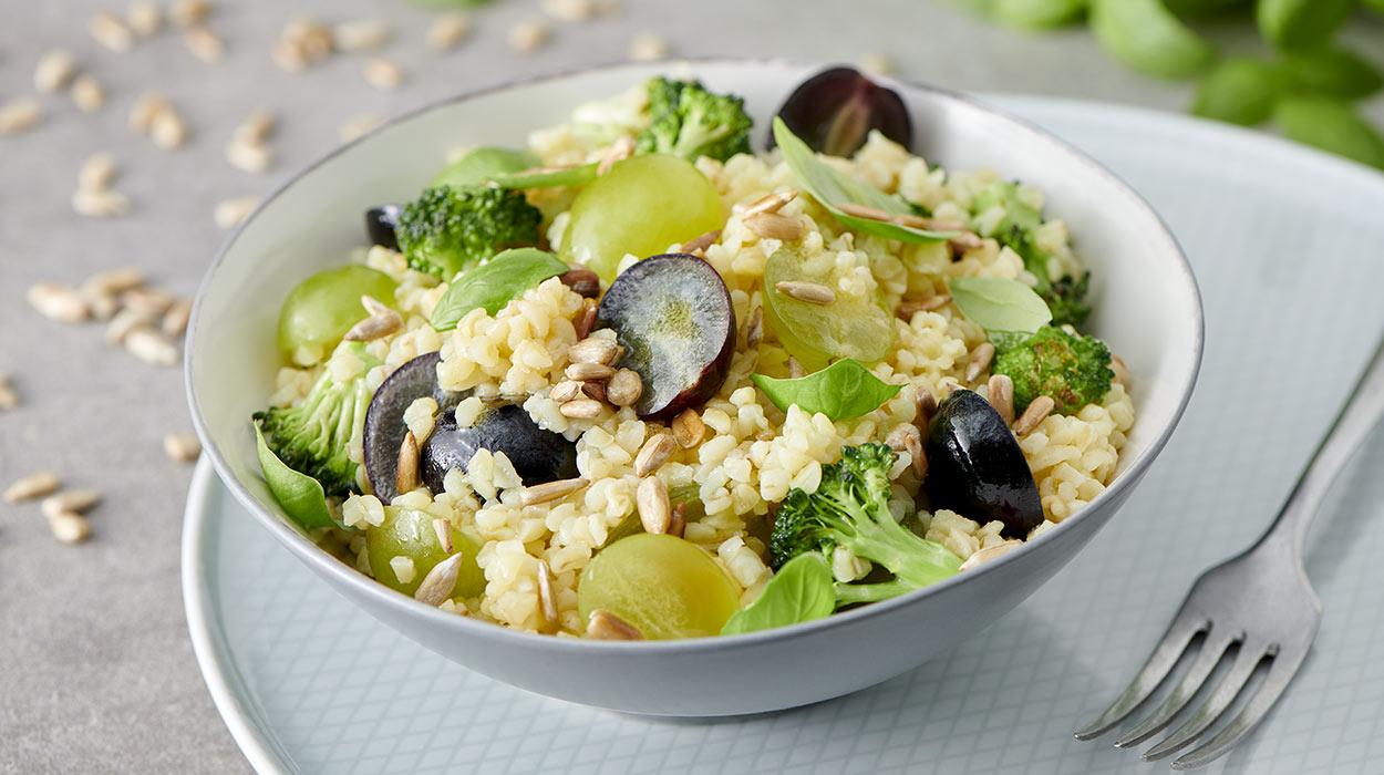 Sałatka z brokułem i winogronami