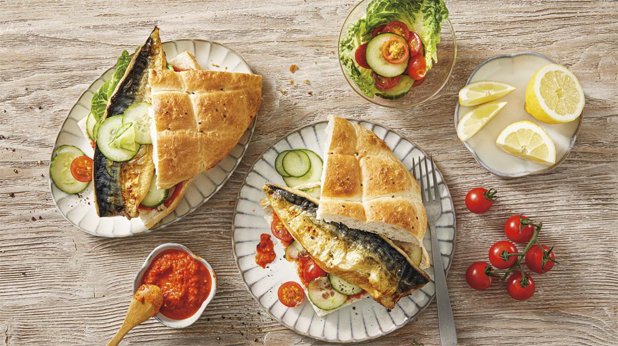 Pieczona makrela w chlebku pita