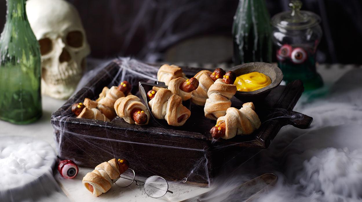 Halloweenowe kiełbaski w cieście francuskim