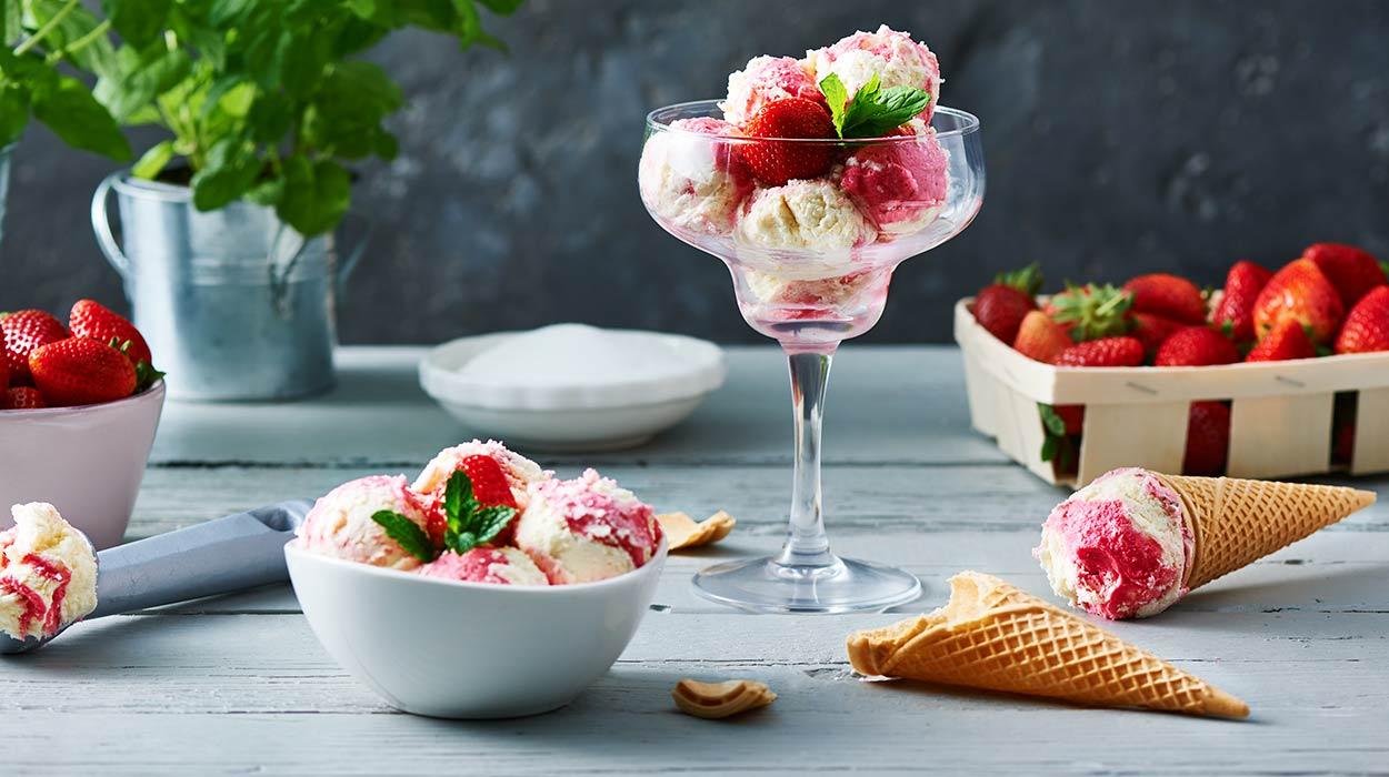 Domowe lody waniliowo-truskawkowe